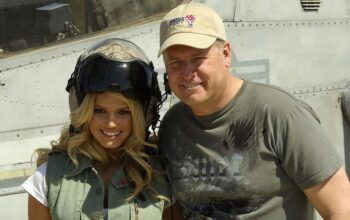 Jessica Simpson and her father Joe Simpson in Kuwait in 2008