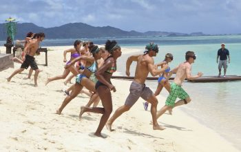 Survivor Cagayan season 28 players compete in the second immunity challenge during the season premiere