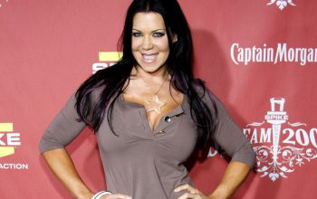 "Surreal Life and Celebrity Rehab's Joanie ""Chyna"" Laurer dead 45"