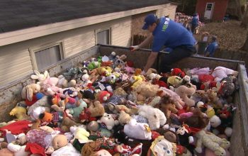 Hoarders, 1-800-GOT-JUNK, dolls