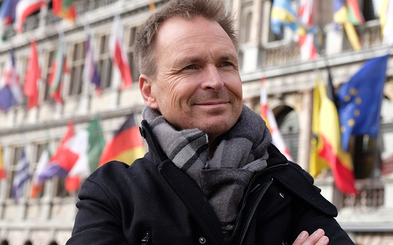 Phil Keoghan, Amazing Race season 30 episode 2, Belgium