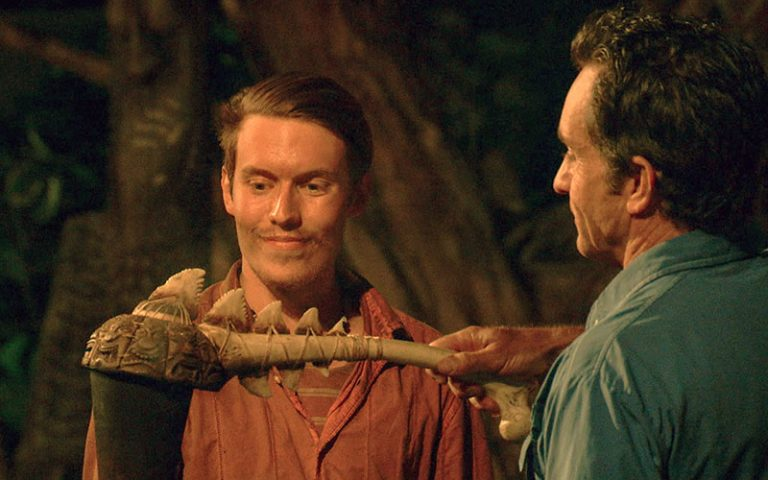 Donathan Hurley, Survivor Ghost Island, torch stuffed by Jeff Probst