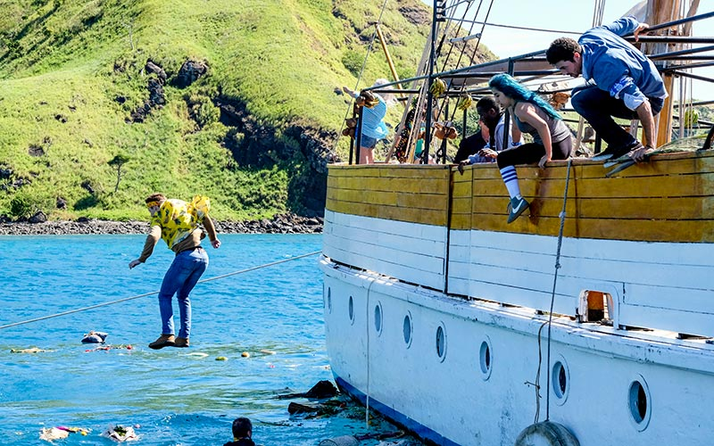 Survivor's marooning: 34 boats, 714 people, 9 hours, one great 10,000-word story