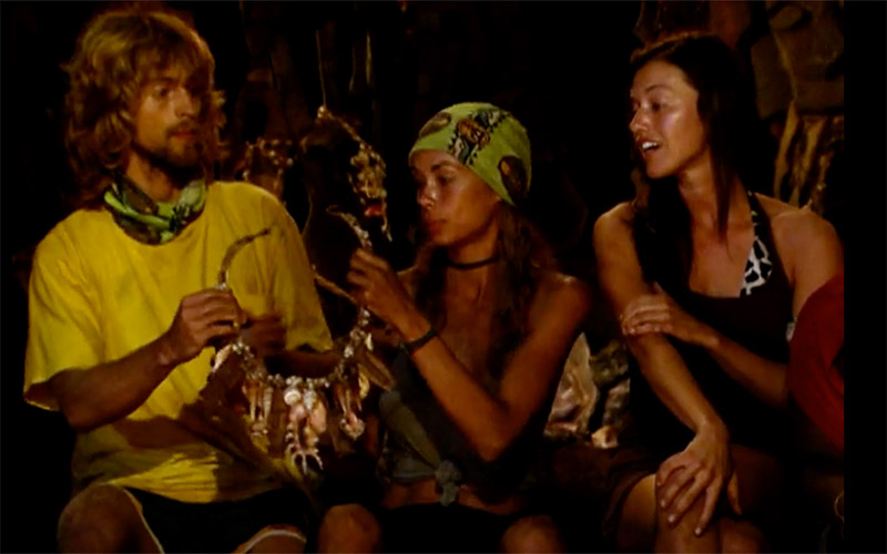 Erik Reichenbach gives up immunity to Natalie Bolton as Parvati Shallow watches on Survivor Micronesia: Fans vs. Favorites