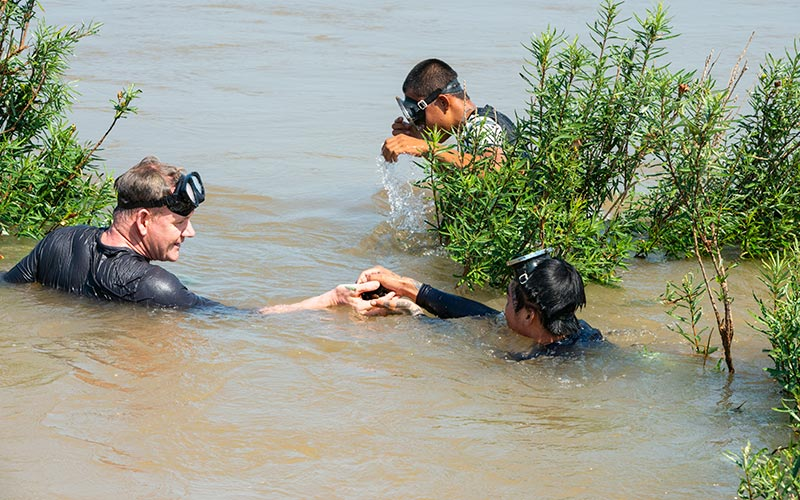 Gordon Ramsay diving for snails in Laos