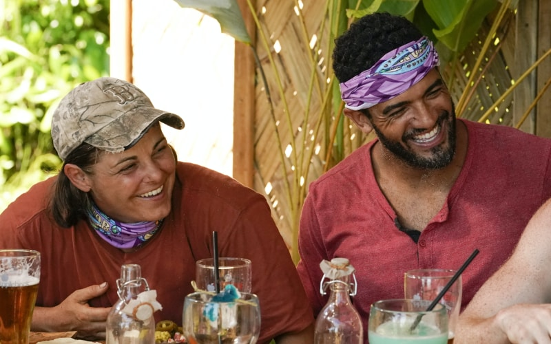 Elaine Stott and Aaron Meredith hanging out at Applebee's last week, before an immunity challenge loss threatened to tear their original tribe alliance apart