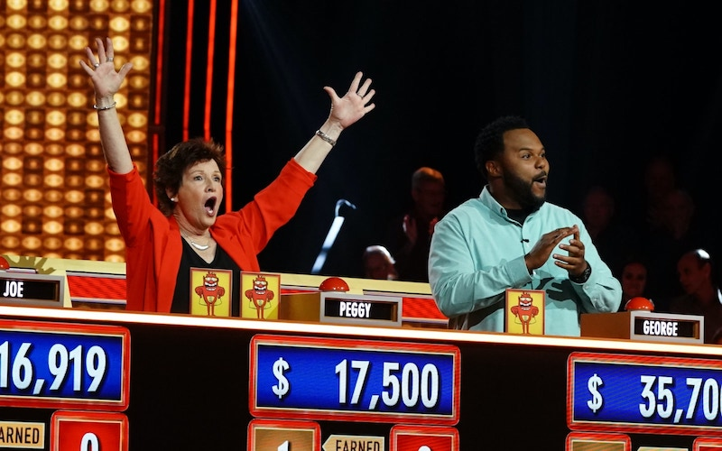 Peggy Shevlin and George Murphy compete on Press Your Luck's first season on ABC