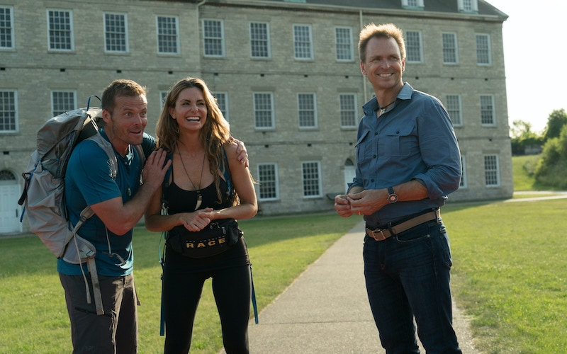 Amazing Race 31 winners Colin Guinn and Christie Woods, with host Phil Keoghan at the final mat.