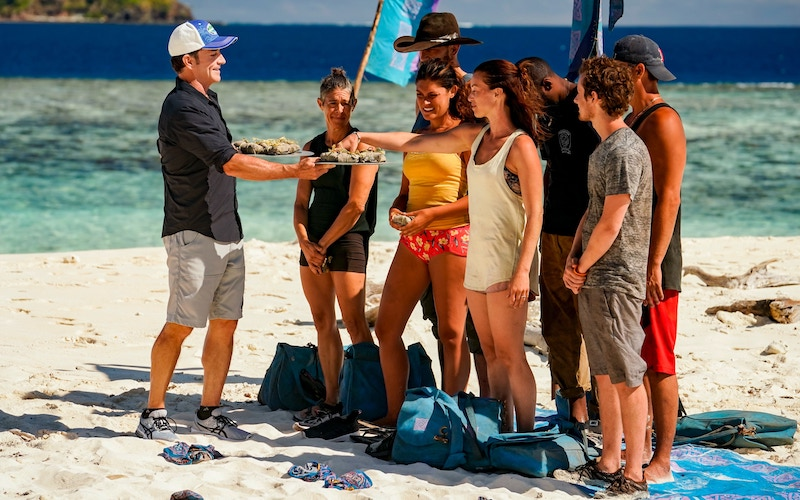 Jeff Probst offers new buffs to the Survivor Winners at War cast during their first tribe swap