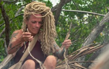 """Lisa Hagan, a two-time breast cancer survivor, on Naked and Afraid season 11, episode 9, """"In Too Deep"""""""