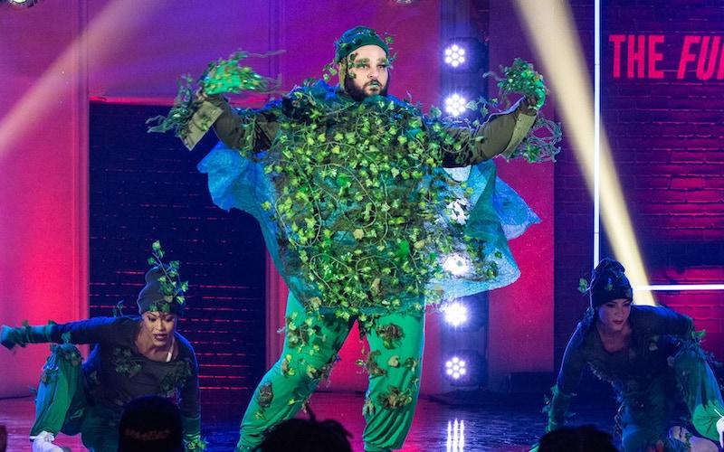 Daniel Franzese dances to Bananarama's