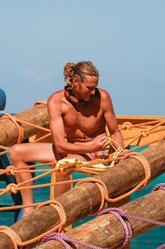 Tyson Apostol battles his way back into Survivor: Winners at War during episode 8.