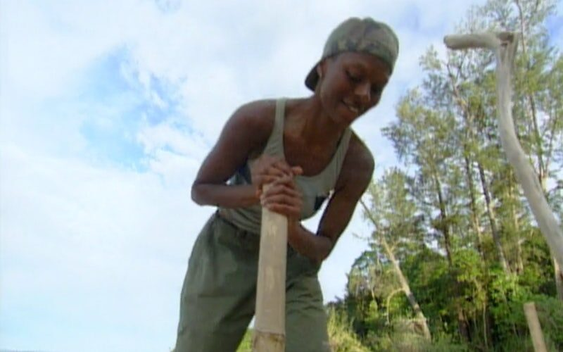 Ramona Gray works on Pagong's new shelter on Survivor Borneo's fourth episode.