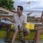 Jeff Probst (center) describes the Survivor Borneo episode 5 immunity challenge to Gervase and Kelly.