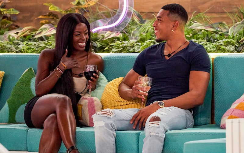 Justine Ndiba and Jeremiah White chat and try to find some chemistry on Love Island season 2's premiere