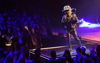 The Turtle, Jesse McCartney and the eventual runner-up, performs for The Masked Singer season 3's live studio audience.