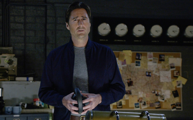 Luke Wilson hosting ABC's Emergency Call on his escape room set.