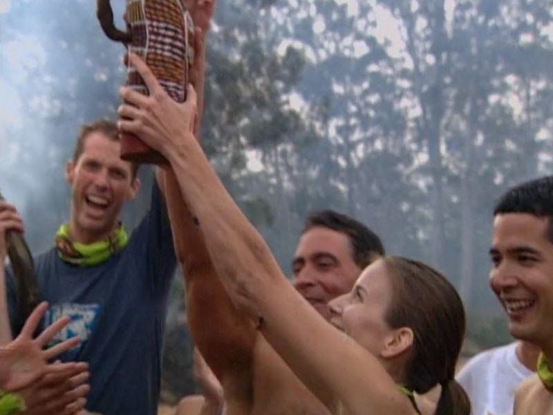 Amber holds up the immunity idol after Ogakor's win on the Survivor: The Australian Outback premiere