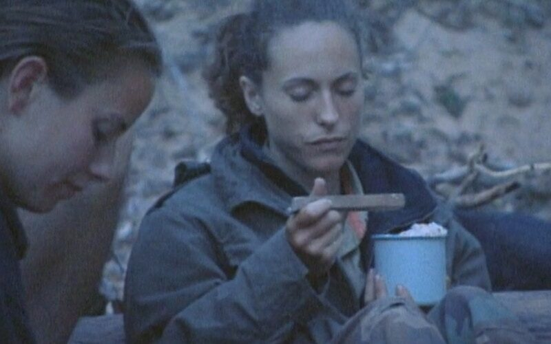 Jerri Manthey prays over rice Elisabeth cooked poorly during Survivor: The Australian Outback episode 8