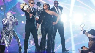 Niecy Nash on The Masked Singer season 5, with some real—I think—props and people surrounding her. But the audience cheering for her will be virtually created once again.