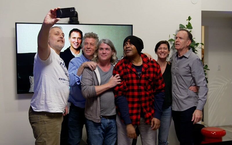 Norman Korpi, Eric Nies, George Verschoor, Andre Comeau, Kevin Powell, Julie Gentry, and Jon Murray take a selfie during The Real World Homecoming: New York