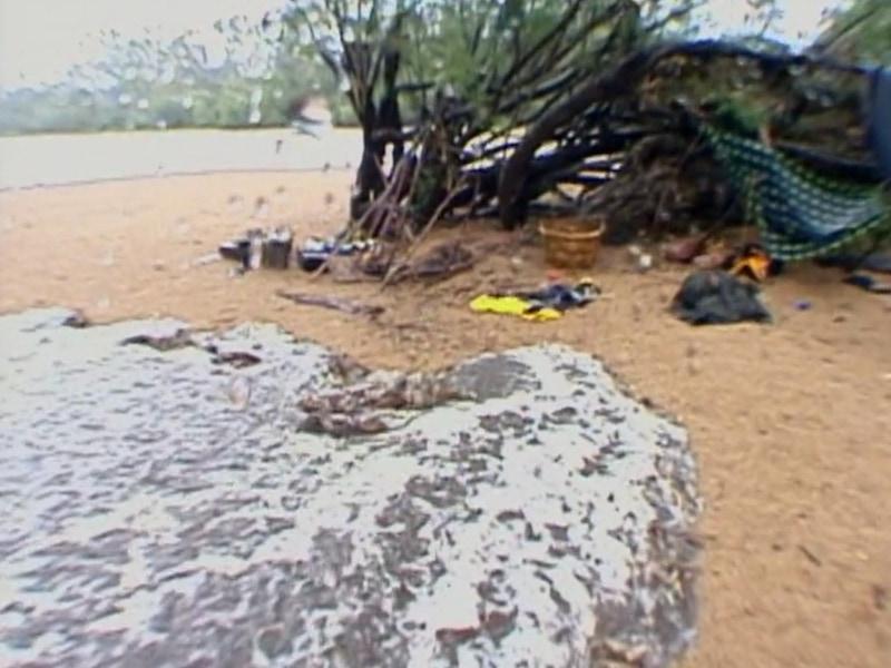 A camera operator filmed as a flood took out the Barramundi's camp on Survivor: The Australian Outback.