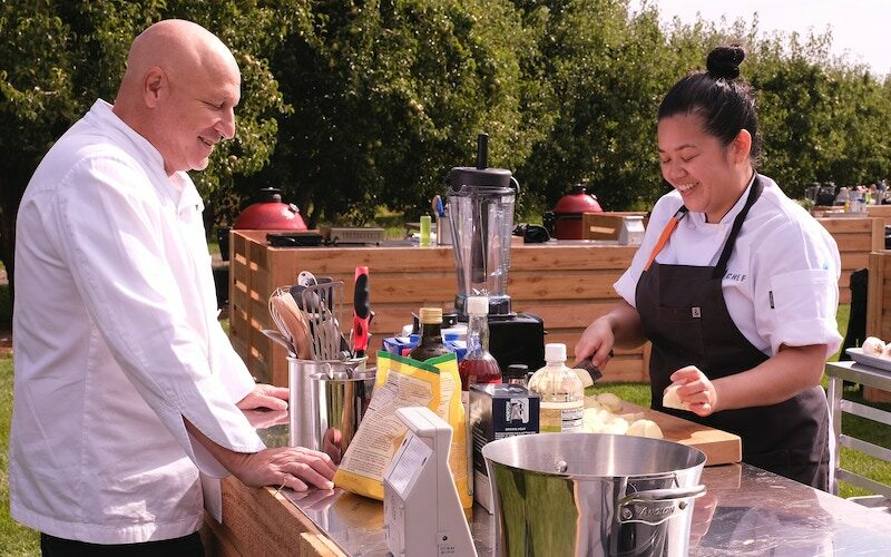Tom Colicchio andJamie Tran during Top Chef Portland's episode 4, when the chefs had to select fruit and cook it at Mt. View Orchards