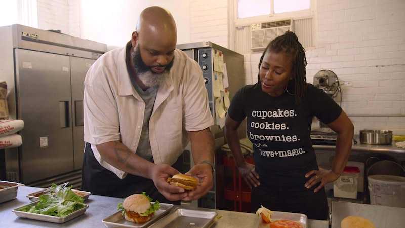 """Fresh, Fried & Crispy host Daymon Scott """"Daym Drops"""" Patterson with Sweet Art chef and owner Reine Bayou in St. Louis"""