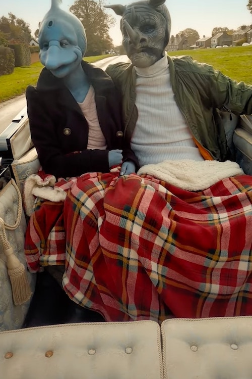 Two Sexy Beasts participants on a date in a carriage in the UK, where the Netflix show was filmed.