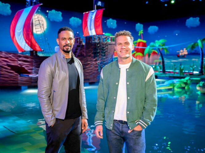 """Frogger host Damon Wayans Jr. and co-host Kyle Brandt on the set of """"Pirates of the Amphibians"""""""