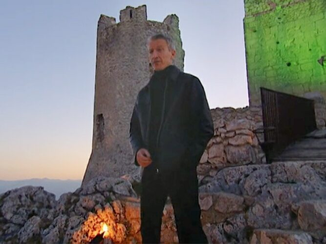 Anderson Cooper stands in front of an old Italian castle and introduces the final quiz to The Mole 2's final three players: Bill, Dorothy, and Heather