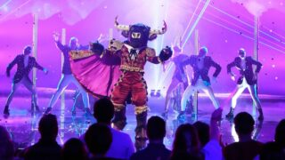 Is that a real, live, human studio audience watching Bull perform on The Masked Singer season 6?!